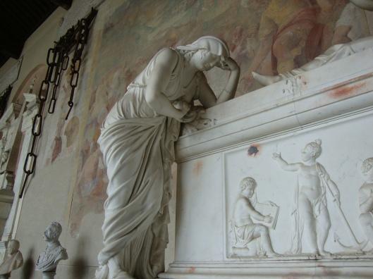 Pisa Camp Cem statue 3